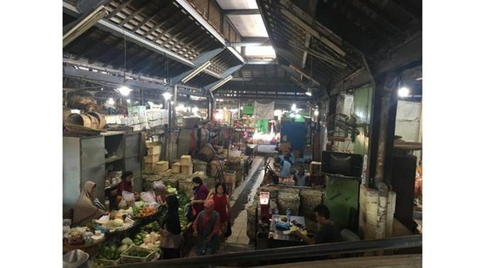 Efek Virus Corona, Ini 6 Potret Pasar Tradisional Sepi Pengunjung (sumber: Twitter.com/lukasomanalu)