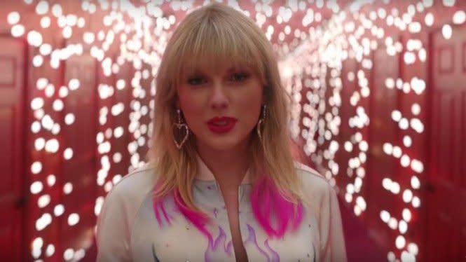 Penuh Makna Mendalam, Ini Lirik Lagu Exile Taylor Swift