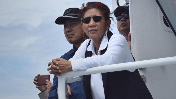 Menteri KKP Susi Pudjiastuti menenggelamkan 18 Kapal Perikanan Asing (KIA) ilegal di Perairan Pulau Datuk, Mempawah, Kalimantan Barat, Minggu (6/10). Pada tanggal 4 Oktober 2019, sebanyak 3 kapal juga telah dimusnahkan di Sambas. (Foto: KKP)