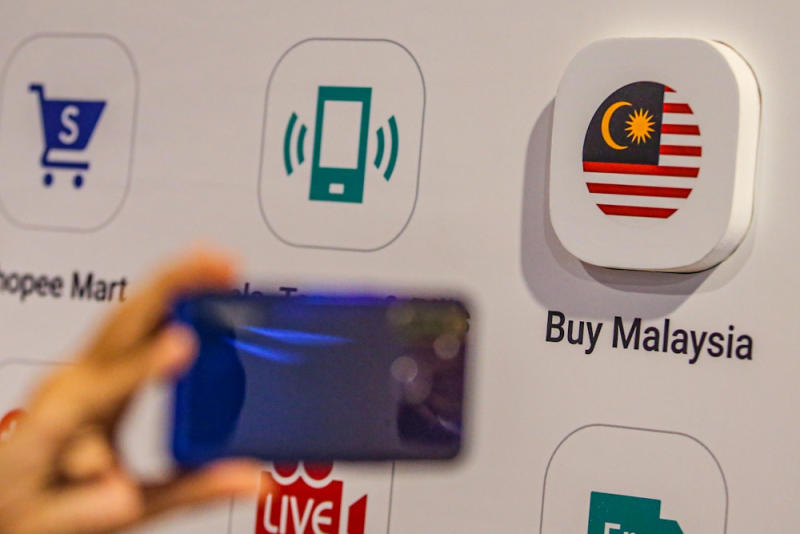 The e-commerce giant's new micro site Buy Malaysia focuses on Malaysian products and business. — Picture by Hari Anggara
