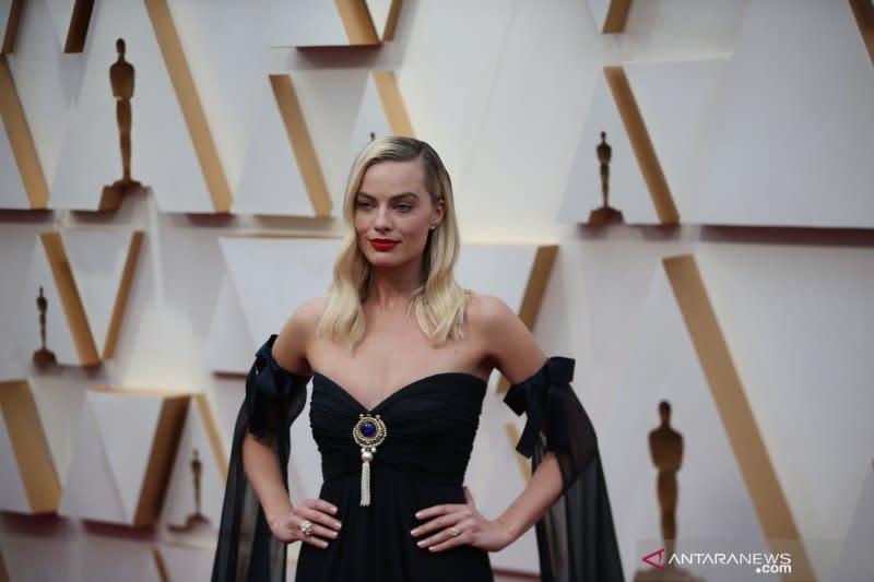 Margot Robbie akan bintangi film baru dengan Christian Bale