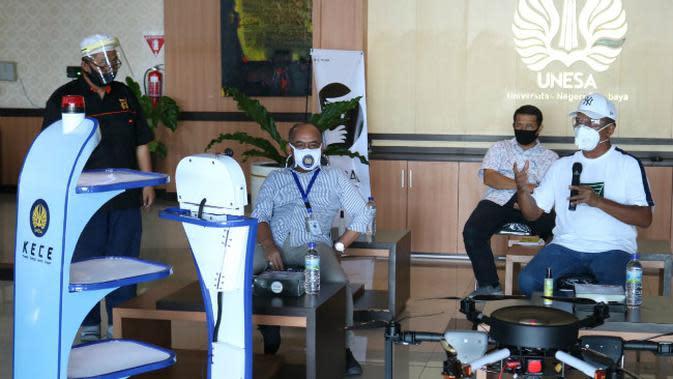 Fakultas Teknik (FT) Universitas Negeri Surabaya (Unesa) berhasil menciptakan robot Kece (Foto: Liputan6.com/Dian Kurniawan)