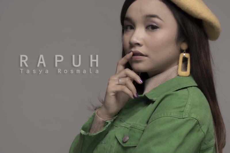 """Tasya Rosmala kerahkan semua kemampuan untuk nyanyikan lagu """"Rapuh"""""""