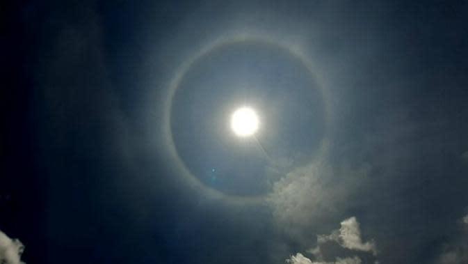 Penjelasan Fenomena Halo, Matahari dengan Lingkaran Cahaya di Malang