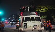 空勤添新力 6架重型黑鷹直升機拖運回高雄駐地(1) (圖)