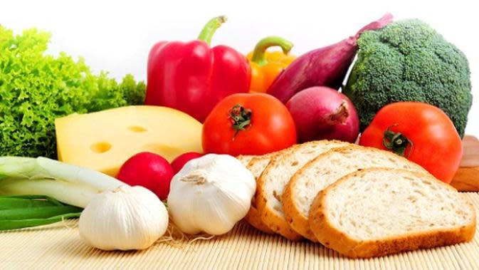 Hidup sehat ternyata tak harus mengonsumsi makanan organik nan mahal. Ada cara sehat yang mudah dan murah. Apa saja?