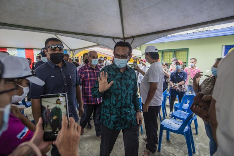 Former Sabah chief minister Tan Sri Musa Aman greets Parti Bersatu Sabah supporters in Kiulu September 18, 2020. — Picture by Firdaus Latif