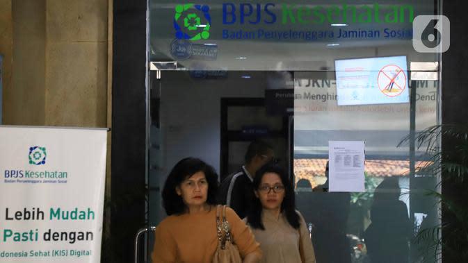 Peserta keluar dari Kantor BPJS Kesehatan di Jakarta, Selasa (10/3/2020). Mahkamah Agung (MA) membatalkan kenaikan iuran BPJS Kesehatan per 1 Januari 2020. (Liputan6.com/Angga Yuniar)