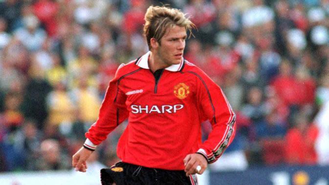 1. David Beckham - Pemain jebolan akademi Manchester United ini merupakan idola fans Setan Merah. Namun pertikaian dengan Sir Alex Ferguson membuatnya hengkang ke Real Madrid pada tahun 2003. (AFP/Lars Aamodt)