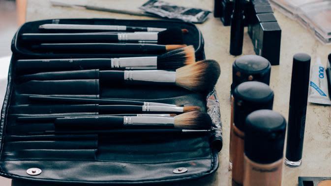 Makeup/ Unsplash Manu Camargo