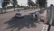 飛來橫禍! 轎車路口撞上廂型車釀5傷