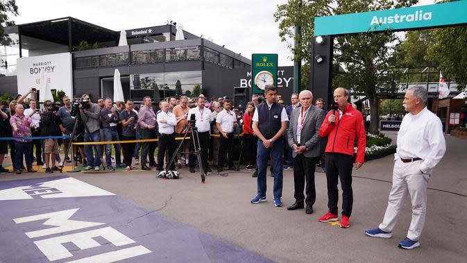 (kiri ke kanan) Michael Masi dari FIA, Ketua Korporasi GP Australia Paul Little, CEO Grand Prix Korporat Australia Andrew Westacott, dan Ketua Eksekutif Grup F1 Chase Carey menyampaikan keterangan terkait pembatalan F1 Australia di Melbourne, Jumat (13/3/2020). (Michael Dodge/AAP Image via AP)