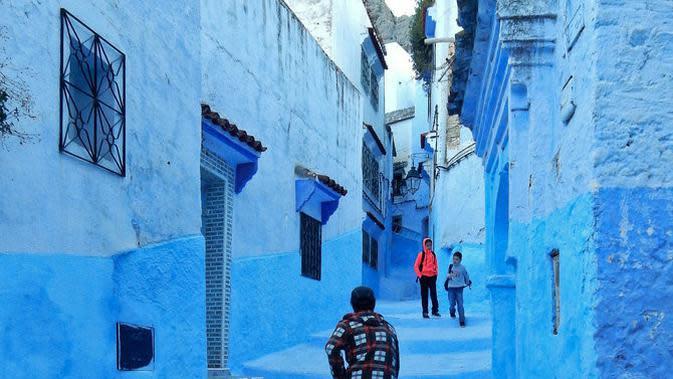 6 Kampung Indah yang Bernuansa Serba Biru. (Sumber: Flickr/Cyprien Hauser)