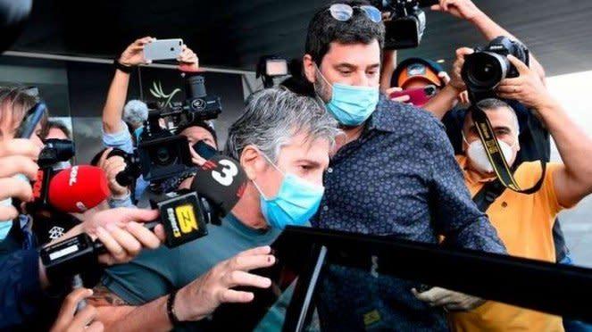 Ayah Lionel Messi, Jorge Horacio Messi saat tiba di Barcelona