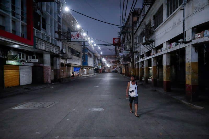 Philippines reports 14 new coronavirus deaths, 272 infections