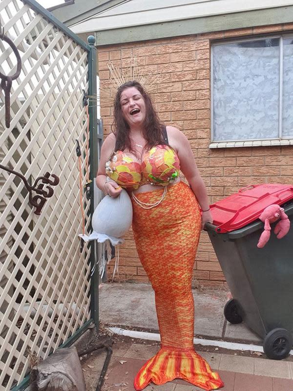 Warga Australia 'pesta kostum' saat buang sampah di masa pandemi corona COVID-19. (dok. Facebook/Imogen Jaylin)