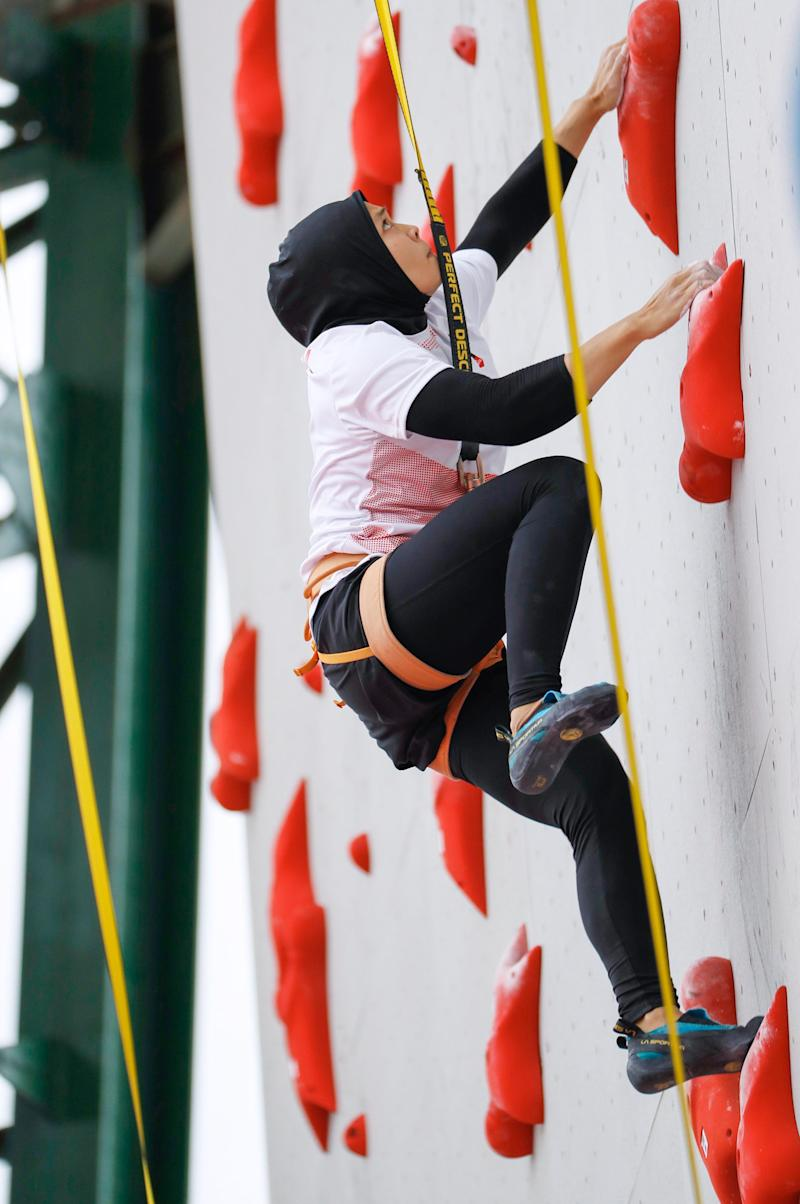 Aries Susanti Rahayu competes in a preliminary round in the women's sport climbing speed at the Asian Games in Palembang, Indonesia, on Aug. 23, 2018. | Kyodo/AP