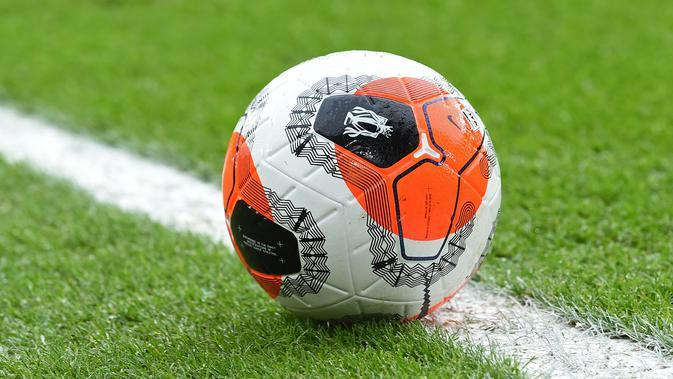 "Bola resmi Premier League 2019-2020, Nike ""Tunnel Vision"" Merlin ball. (AFP/Paul Ellis)"