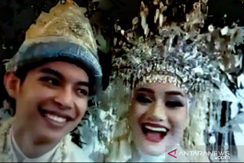 Rey Mbayang dan Dinda Hauw menikah