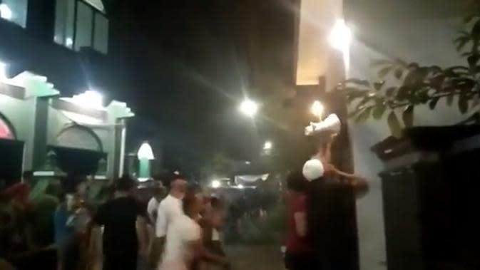 Viral Aksi Remaja Pulo Gadung Mengamuk Lantaran Tarawih di Masjid Dikritik
