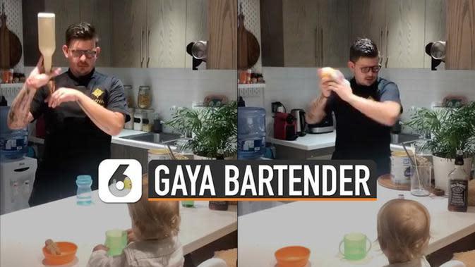 VIDEO: Gaya Bartender Ayah Bikin Susu Bayi
