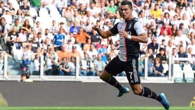 Heboh Foto Ronaldo Latihan Pakai 'Bra'