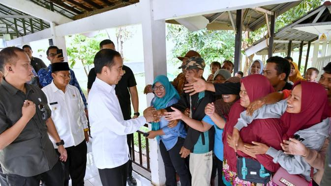 Presiden Joko Widodo melakukan inspeksi mendadak (sidak) dalam kunjungan kerjanya ke Kabupaten Subang. (Foto: Merdeka)