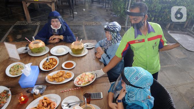 Langgar PSBB, Warung Makan dan Belasan Perusahaan Ditutup Sementara