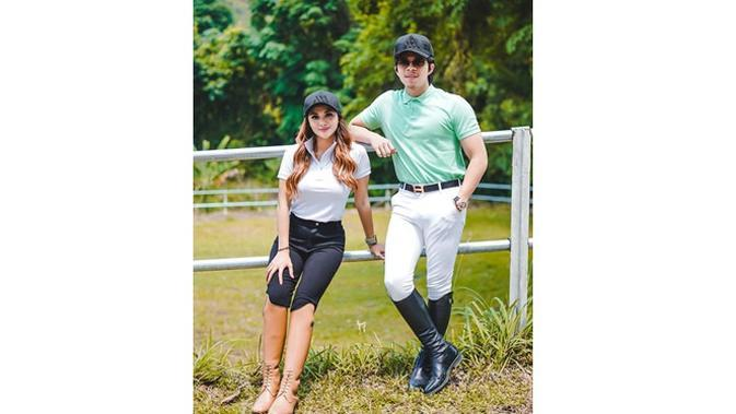 6 Momen Aurel Hermansyah dan Atta Halilintar Siap Berkuda, Pakai Pakaian Khusus (sumber: Instagram.com/attahalilintar)