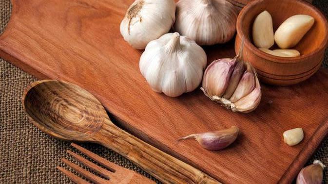 Selain bermanfaat untuk menghalau flu dan mencegah infeksi luka, bawang putih juga dapat meningkatkan gairah seksual. Berani coba?