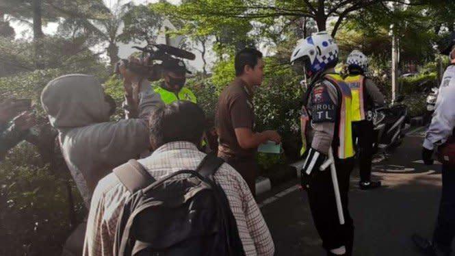 Pegawai Kejaksaan Jatim Tolak Dihukum Push Up karena Lepas Masker
