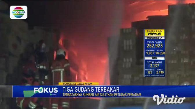 VIDEO: Tiga Gudang Ekspedisi Terbakar di Margomulyo Surabaya