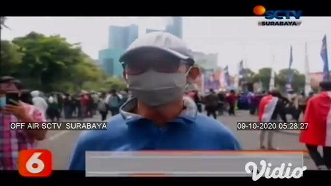 VIDEO: Demo Ricuh Tolak Omnibus Law di Sidoarjo dan Surabaya