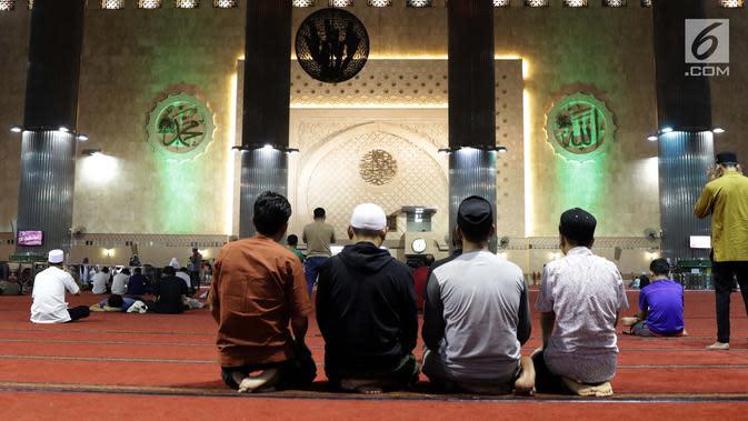 Warga di Bekasi Salat Idul Fitri di Masjid Gunakan Protokol Covid-19