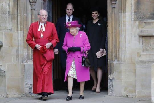 英女皇帶頭做公益!比女星嫁王子婚禮花團錦簇更愛民