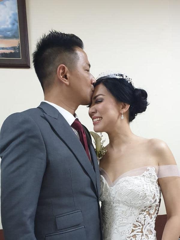 Pemberkatan nikah dengan Aida digelar pada 8 November 2019. Sedangkan dua hari kemudian, Delon dan Aida menggelar resepsi di Hotel Grand Hyatt, Jakarta Pusat, Minggu (10/11). (Instagram/delonthamrinofficial)