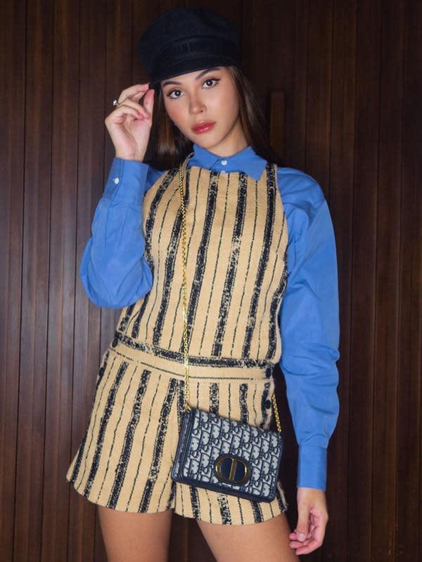 Tak hanya dress saja, namun Alyssa juga beberapa kali nampak mengenakan tas dan barang-barang mewah dari desainer ternama. (Liputan6.com/IG/alyssadaguise)
