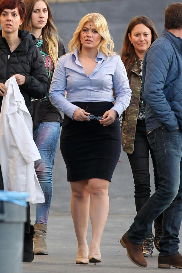 Kelly Clarkson is Spotted–Literally!–on Set of New Video
