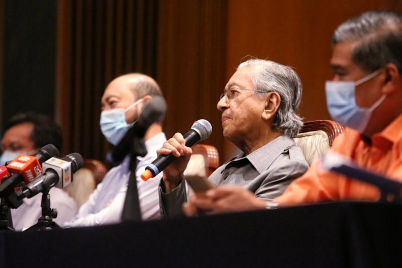 Dr Mahathir Mohamad and four other MPs have been sacked from Bersatu for not supporting the Perikatan Nasional (PN) government led by its chairman Tan Sri Muhyiddin Yassin in May 18 Parliament sitting. — Picture by Choo Choy May