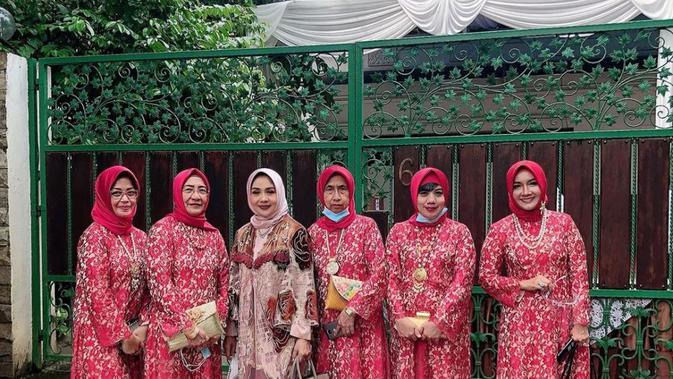 Suasana pengajian jelang pernikahan Nikita Willy dan Indra Priawan. (Instagram @yorafebrina)