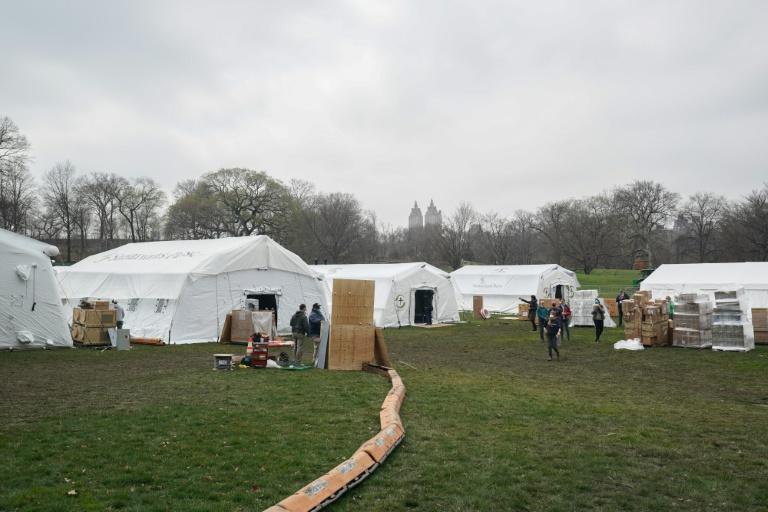Volunteers from the International Christian relief organization Samaritan's Purse set up an Emergency Field Hospital for patients suffering from the coronavirus in Central Park on March 30, 2020 in New York