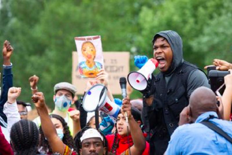"""Dapat banyak dukungan, John Boyega """"beraksi"""" lagi lewat sosial media"""