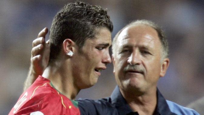 Tangisan Cristiano Ronaldo usai Portugal kalah dari Yunani di final Piala Eropa 2004.