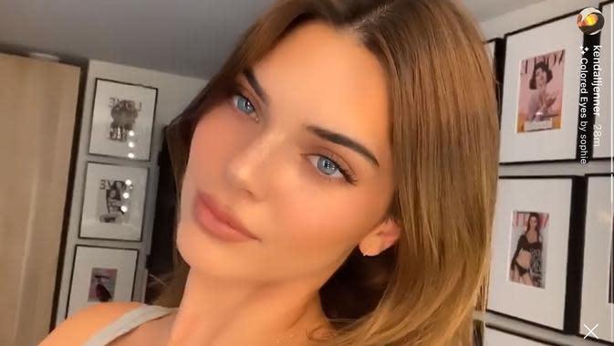 Kenall Jenner mengubah warna rambutnya jari pirang keemasan sebagaimana saudara perempuannya, Kylie Jenner. (dok. Instagram Story @kendalljenner)