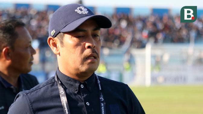 Nilmaizar, pelatih Persela. (Bola.com/Aditya Wany)