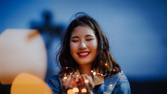 ilustrasi perempuan tersenyum/Photo by Juliana Stein from Pexels