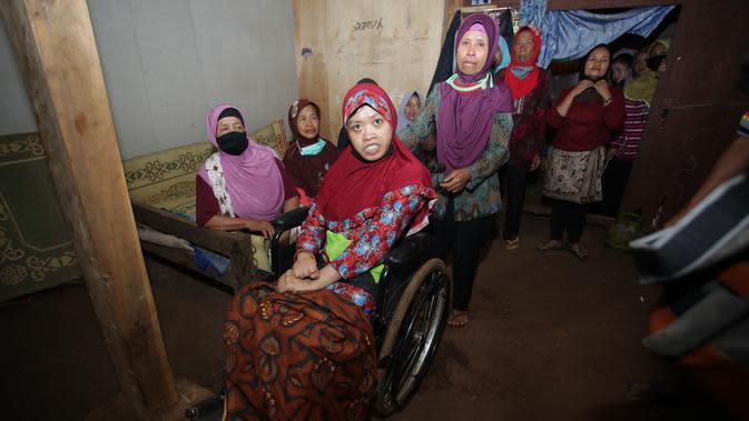 Kisah Nenek Penjual Sayur Banting Tulang Rawat Anaknya yang Lumpuh Polio Sejak Lahir