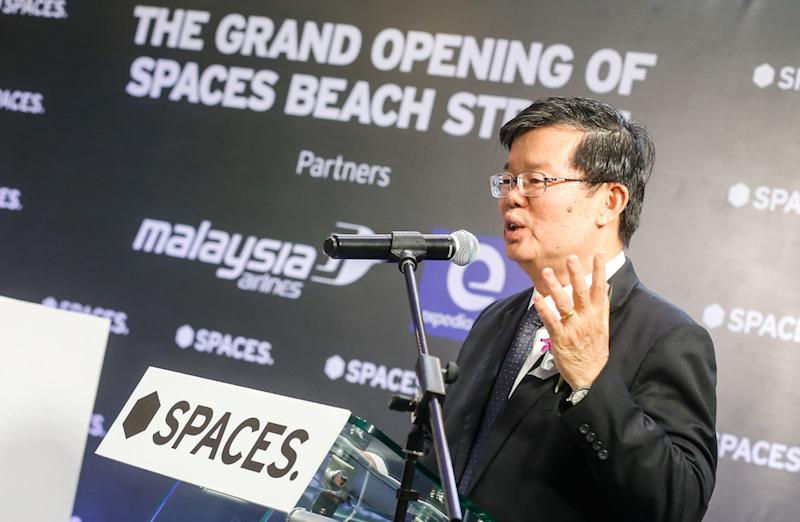 Penang Chief Minister Chow Kon Yeow officiates the grand opening of Spaces Beach Street in George Town November 20, 2019. — Picture by Sayuti Zainudin