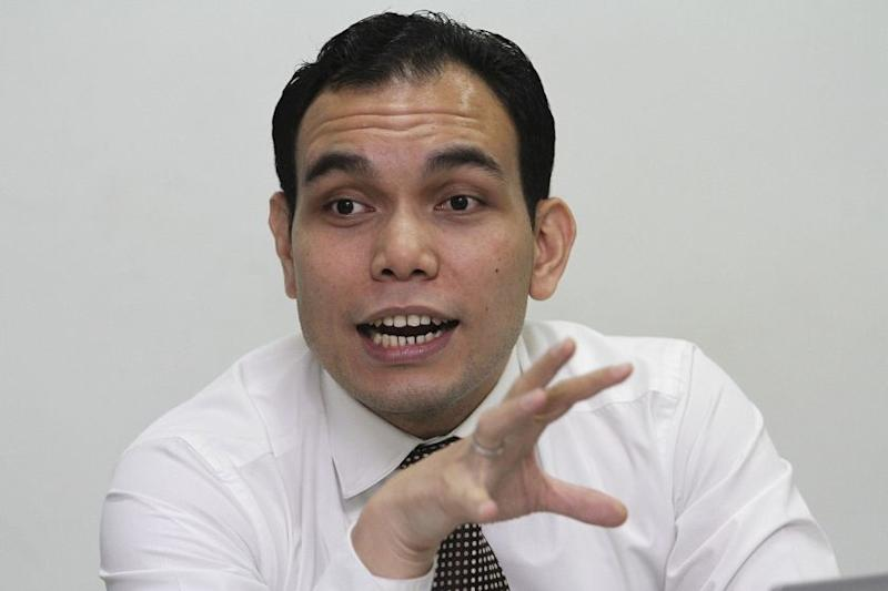Syahredzan also urged the NRD to take into account the unsolved issue of stateless Malaysians before implementing new guidelines to curb forgery. — Picture by Yusof Mat Isa