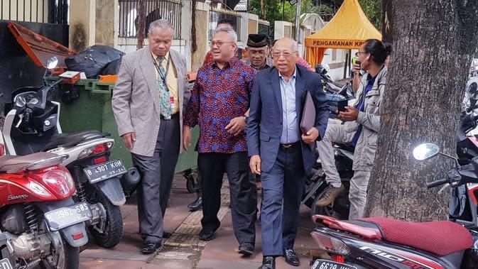 Tim hukum PDIP menyambangi Komisi Pemilihan Umum (KPU), Kamis (16/1/2020). (Merdeka.com/ Wilfridus Setu Embu)